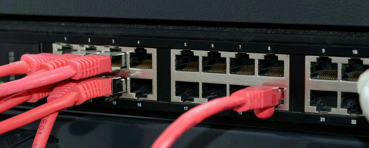 perbedaan hub dan switch dan router, perbedaan hub dan switch brainly, perbedaan cara kerja hub dan switch, persamaan hub dan switch, fungsi hub dan switch, cari referensi perbedaan antara hub dan switch, pengertian switch hub dan fungsinya