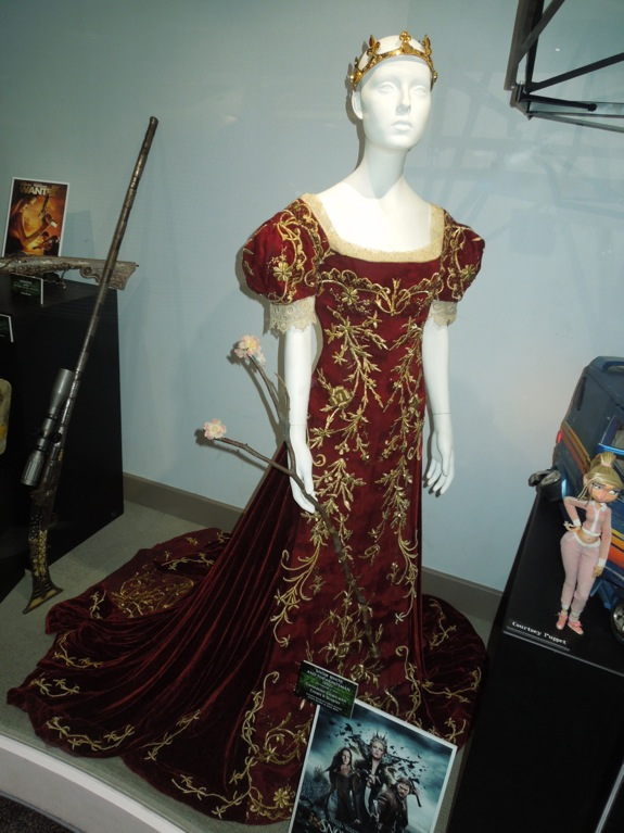 Hollywood Movie Costumes and Props: Kristen Stewart ...  Original Snow White Costume