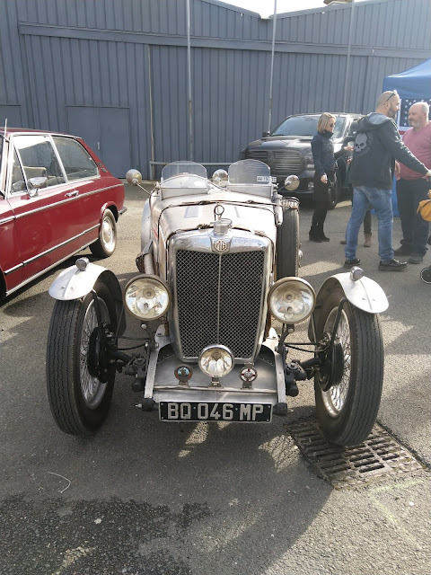 véhicule ancien MG