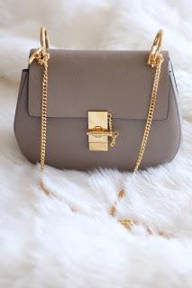 pilih tas yang warnanya sesuai dengan warna gamis