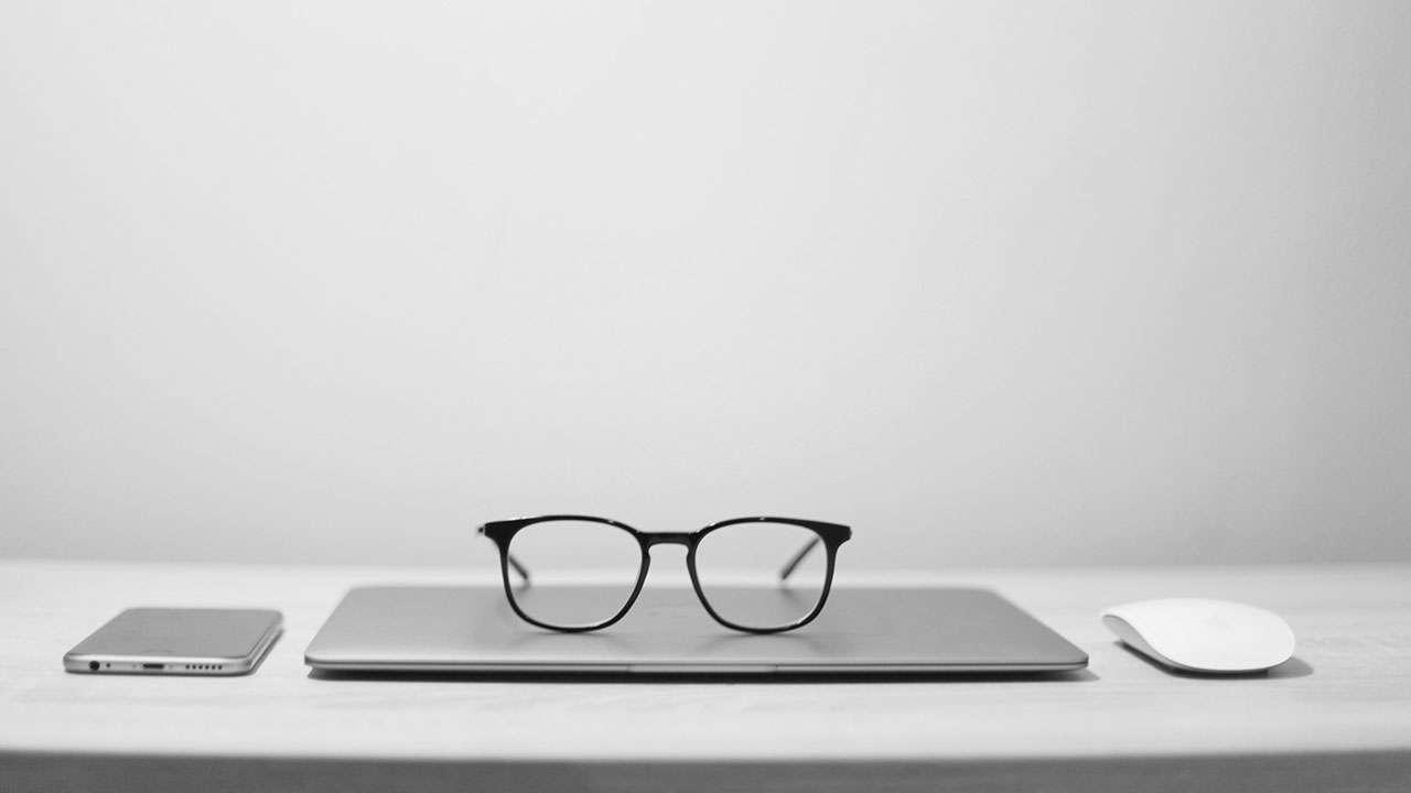 आम्ही नोकरीवाल्या - मराठी लेख | Aamhi Nokariwalya - Marathi Article