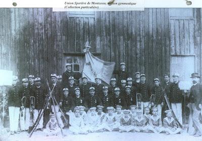 Union Sportive de Montceau, on remarquera la similitude de l'uniforme des enfants avec celui des bataillons scolaires