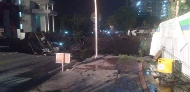 "Video Detik-detik Amblesnya Jalan Gubeng Surabaya ""Hei, Ibuk..Ibuk..Minggir..Minggir. BNI'e Kate Roboh, Minggir!"""