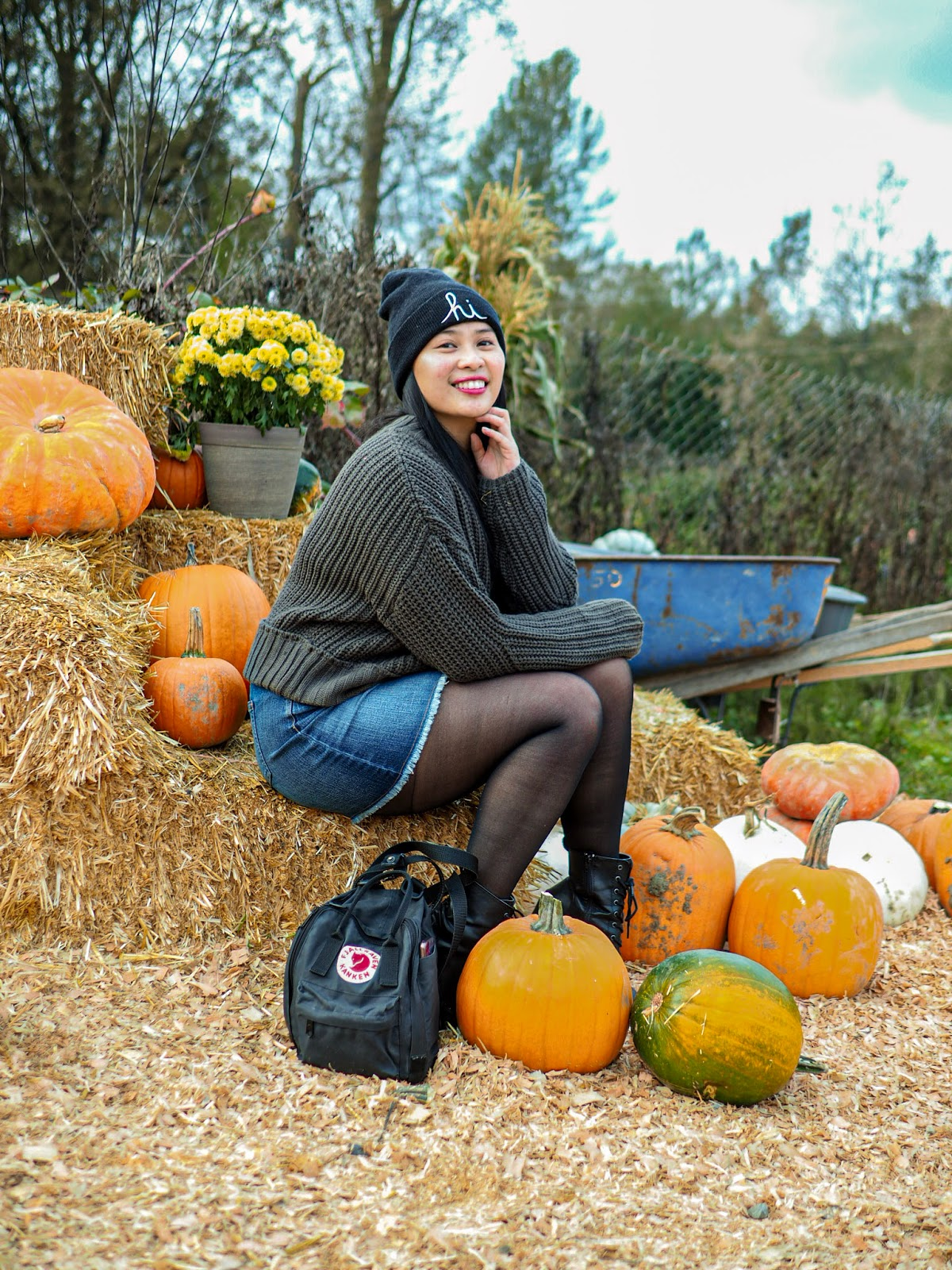 seattle beanie sweater weather auburn blogger fashion fjallraven denim skirt
