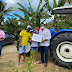 Alan Sanches presenteia Muniz Ferreira com trator agrícola e com implementos