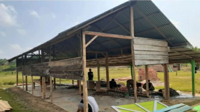 Dibantu Warga Sekitar, Satgas TMMD Mulai Rehab Gedung SD Pembantu