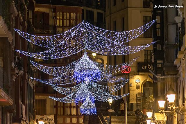 Iluminación Navidad, Plaza Unamuno - Bilbao por El Guisante Verde Project