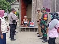 BANTU WARGA KURANG MAMPU, TNI-POLRI KECAMATAN PALARAN BERIKAN PAKET SEMBAKO