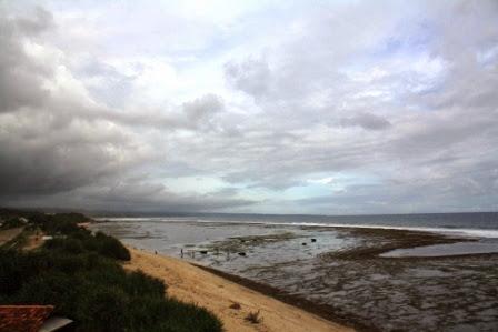 Pemandangan Pantai Sayang Heulang arah Timur dari gardu pandang.