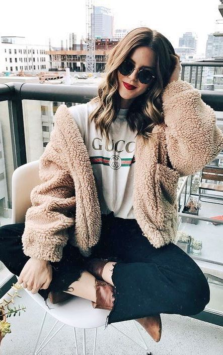 winter outfit inspiration / fur coat + printed t-shirt + black jeans + boots