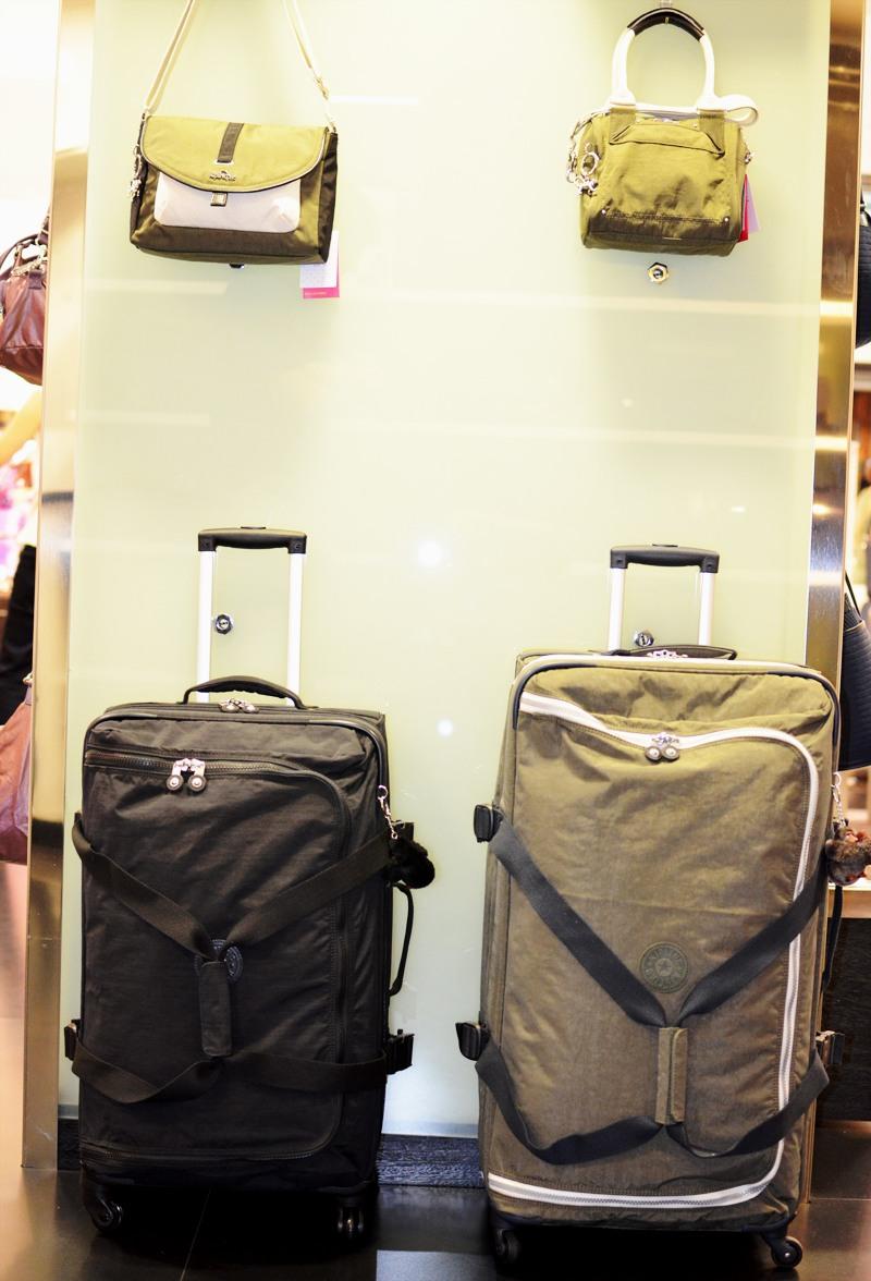 77f1e9ce1 As favoritas: Mala Cyrah M e mala de bordo Cyrah S, ambas com estampa Mini  Geo