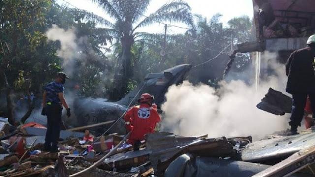 Breakingnews, Pesawat TNI Jatuh di Permukiman Warga di Kampar, Riau
