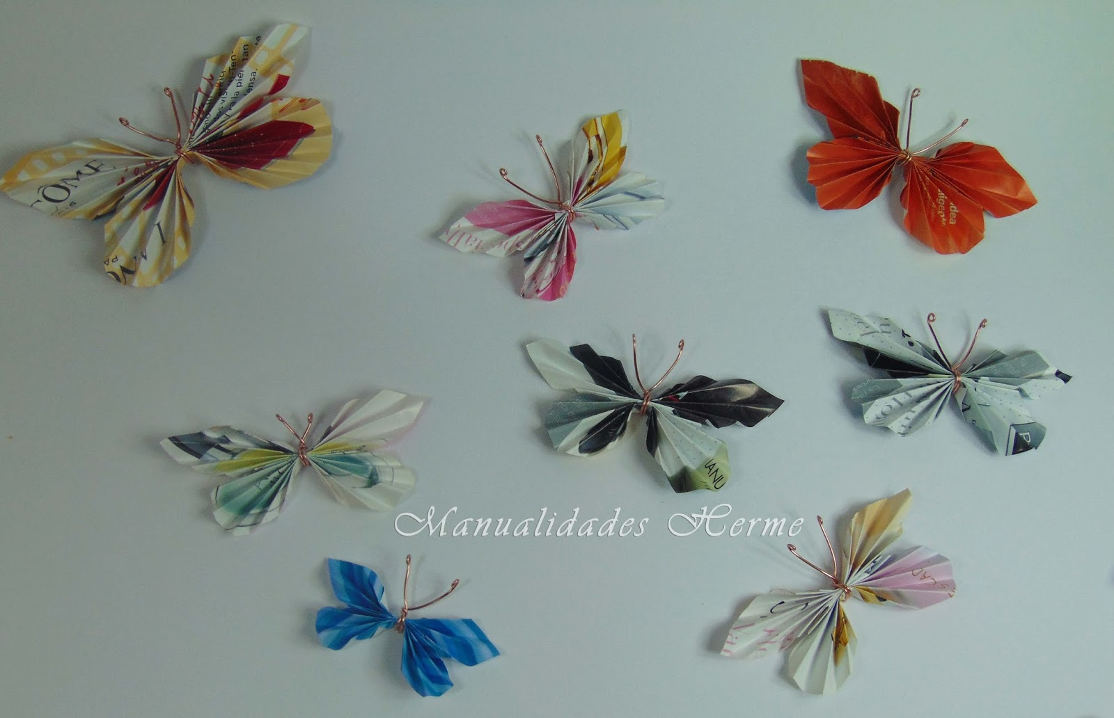 Manualidades herme hacer mariposas con papel de revista for Decoracion con cenefas de papel