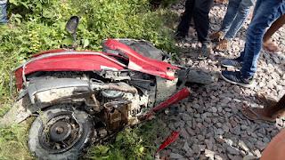 एक गलती की वजह से बहन के साथ ही भाई की चली गयी जान, रूक गयी ट्रेन   #NayaSaveraNetwork