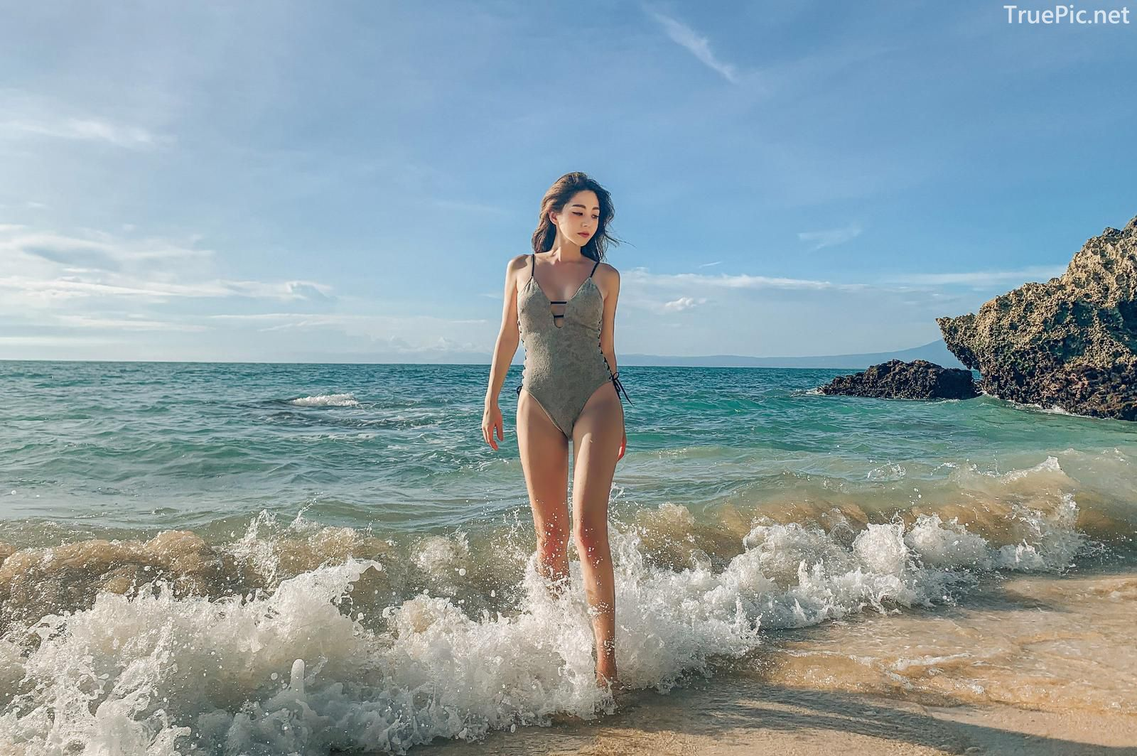 Korean fashion model Lee Chae Eun - Push Monokini - Picture 8