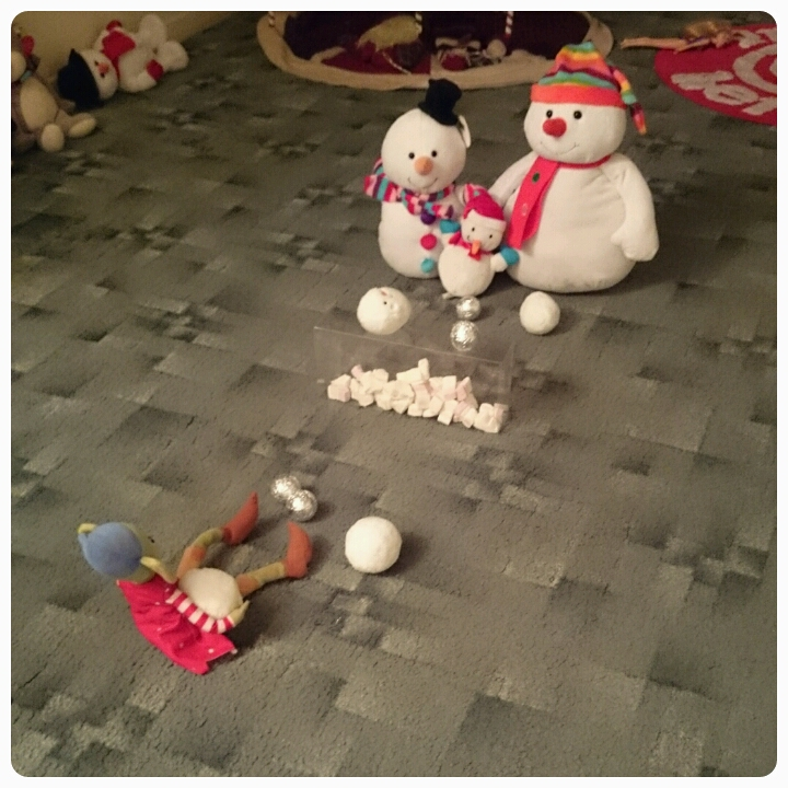 elf on the shelf snowball fight