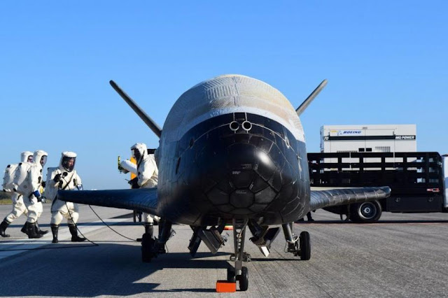 Мистериозна совалка на САЩ се върна след двугодишна мисия на Земята