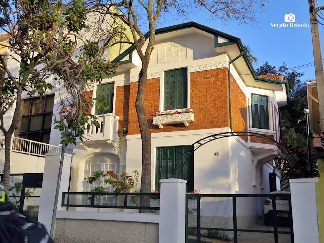 Vista ampla de Casa antiga na Rua Capitão Cavalcanti 95 - Vila Mariana - São Paulo