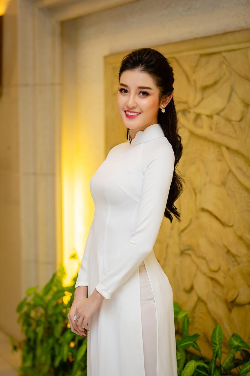 Huyền My đẹp dịu dàng trong trang phục áo dài trắng-ảnh 7
