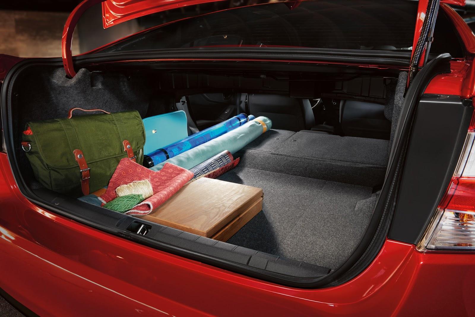 Cốp xe rộng rãi, thoải mái là một điểm + cho Subaru Impreza 2017
