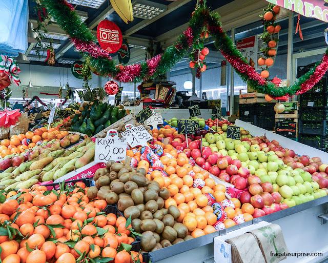 Balcão de frutas no Mercado do Testaccio, em Roma
