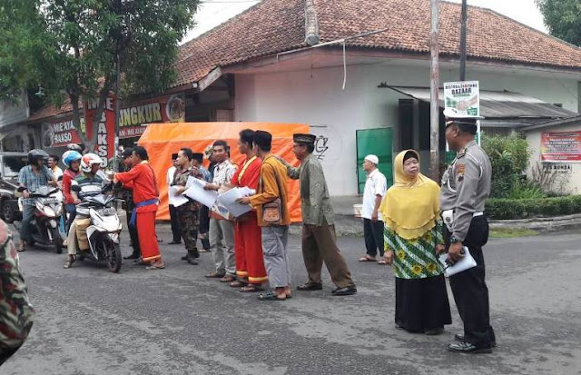 Kampanye Anti Persekusi Lewat Pembagian Takjil