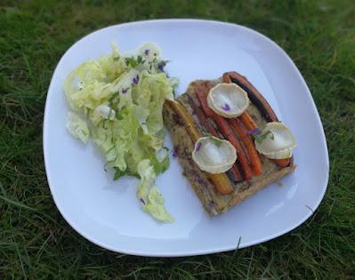 Tarte mit Topinamburpüree und Karotten mit Salat