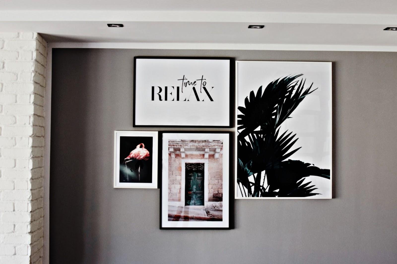Plakaty w salonie, Desenio