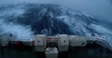 Τρομακτικό βίντεο: κύματα 35 μέτρων χτυπούν πλοίο στην Βόρεια Θάλασσα