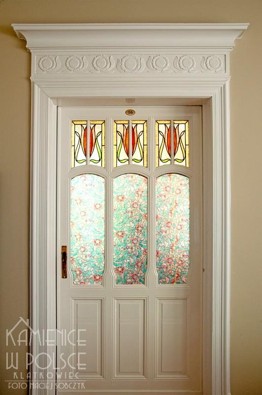 Żary: secesyjne drzwi z witrażami