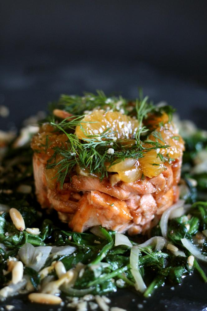 Lachs-Mandarinen-Törtchen verliebt sich in Champignons mit Tomaten-Marmelade