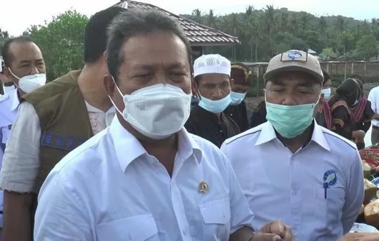 Menteri Kelautan dan Perikanan Sakti Wahyu Trenggono puji keberhasilan kebun pembibitan Mangrove Bagek Kembar, Desa Cendi Manik, Lombok Barat