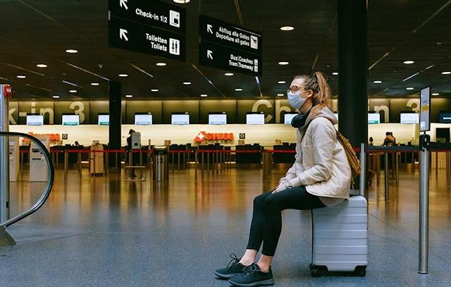 A WHO továbbra sem javasolja a külföldre utazást a beoltottaknak