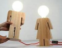 lamparas hechas con madera - hombre y mujer figuras