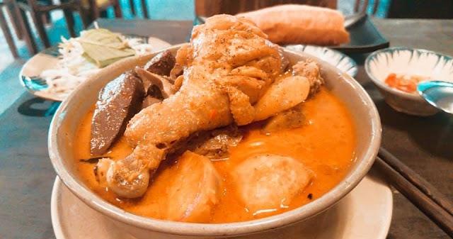 Cà ri gà đậm chất Nam bộ ở đường Huỳnh Tịnh Của (Quận 3)