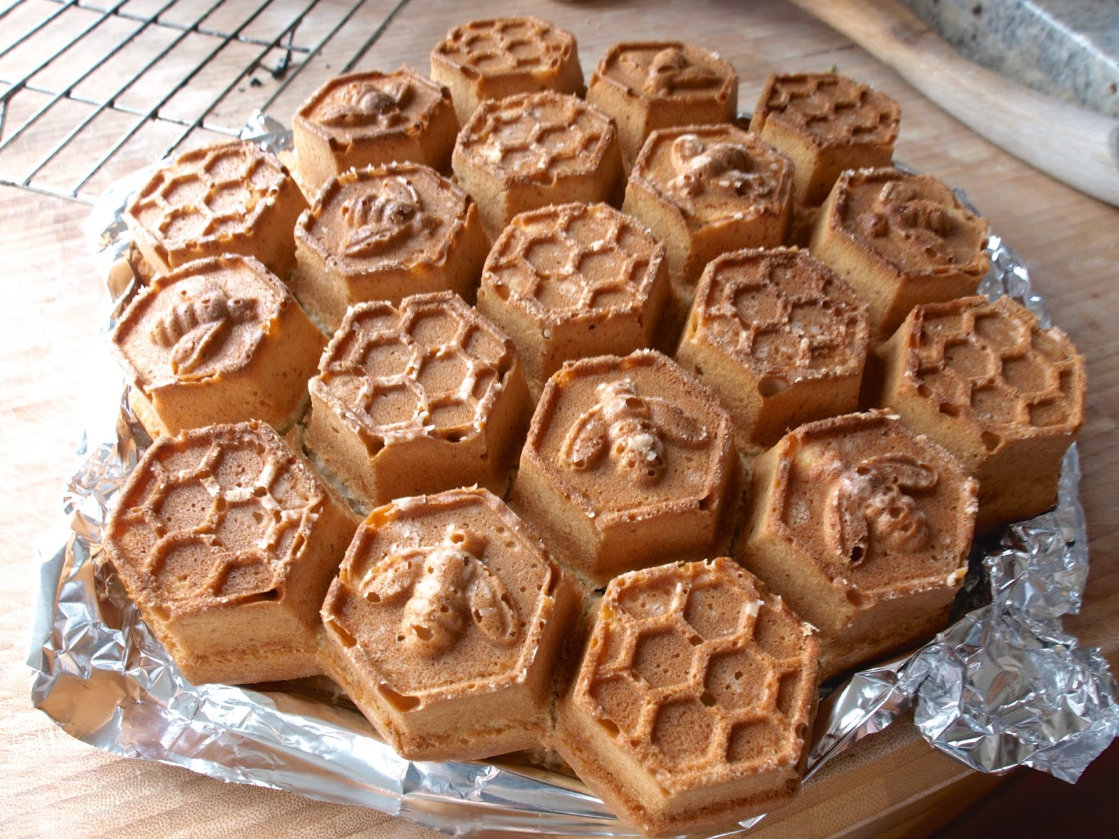 Cake Recipes With Pan: Baking Adventures: Honeycomb Pull Apart Cake