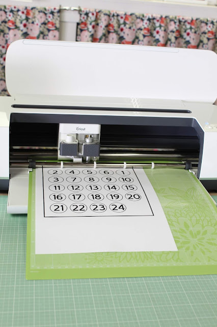 Make your own custom advent calendar with your Cricut!