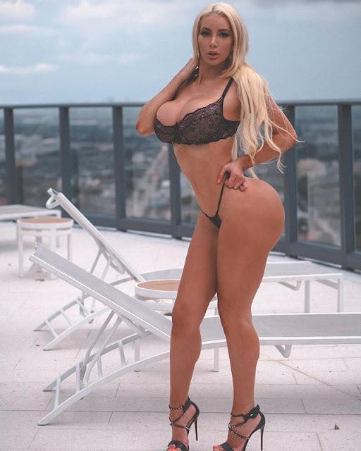 Nicolette Shea Hot & Sexy Pics
