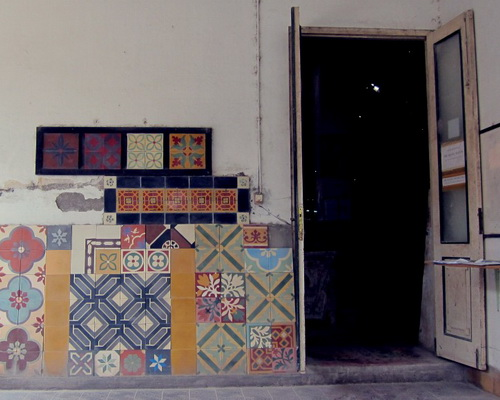 Tinuku Tegel Kunci floor tile plant luxury heritage classic design handmade tiles early 20th century timeless