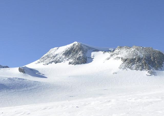 Gunung Paling Tinggi di dunia Vinson Massif