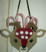 http://www.crochetville.com/community/topic/68586-deer-purse-or-candy-cane-holder-free-pattern/#entry1075946
