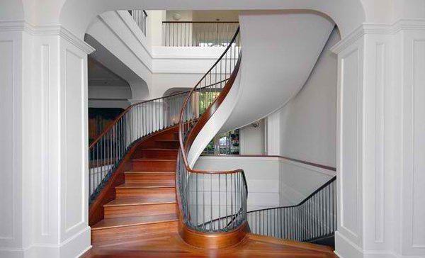 Desain Tangga Kayu dalam Rumah