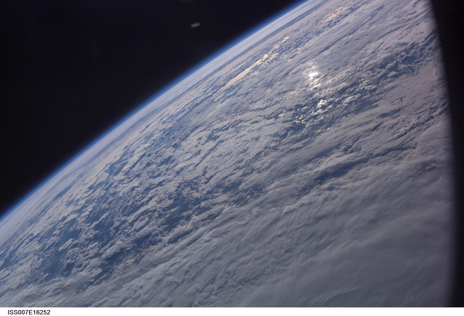 NASA UFO - Astronaut Photographed UFO - UFO News | Aliens ...