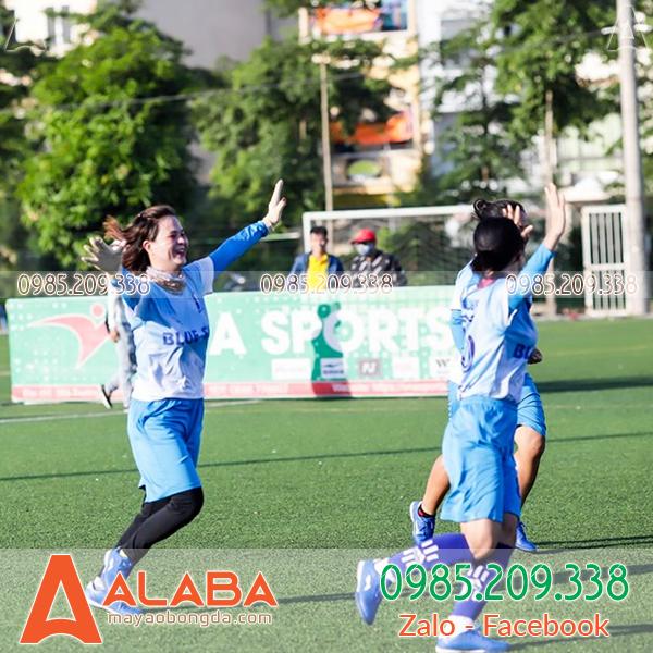 Áo bóng đá nữ màu xanh