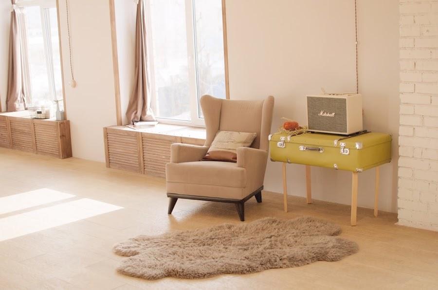 Salón con mobiliario a medida y elementos vintage