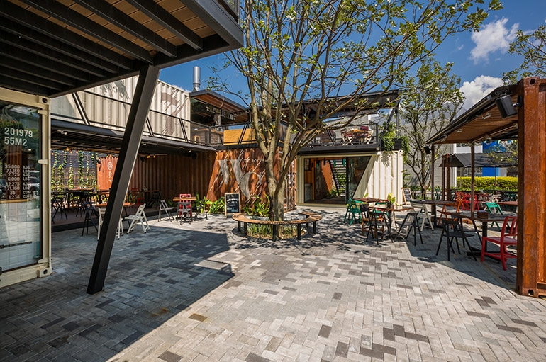 02-Shipping-Container-Architecture-6-Restaurants-in-the-Contenedores-Food-Place-www-designstack-co