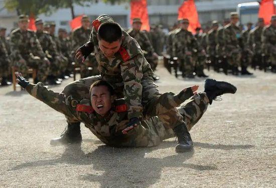 La Cina tenta di rimilitarizzarsi