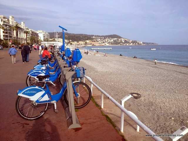 un día en la playa de Niza