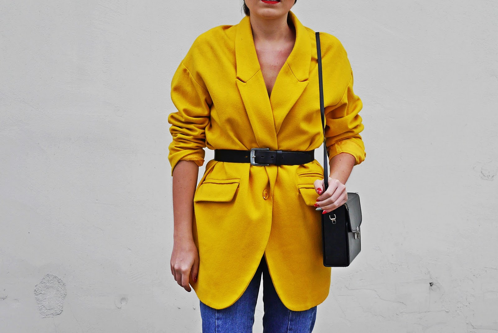 8_yellow_coat_white_shoes_blue_jeans_karyn_blog_modowy_261117a