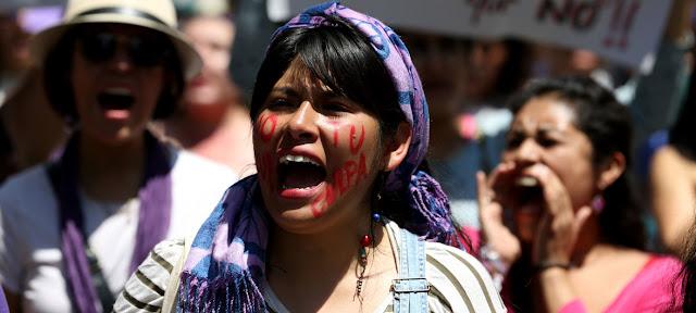 Mujeres marchan en Ciudad de México para protestar en contra de los femenicidios. ARCHIVO: Gustavo Martínez Contreras